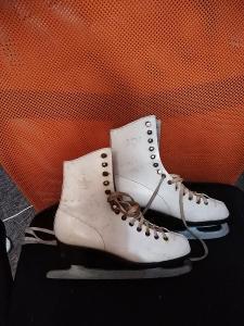 retro dámské lední brusle