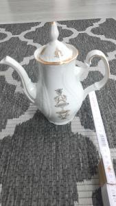 porcelánová kovička na čaj