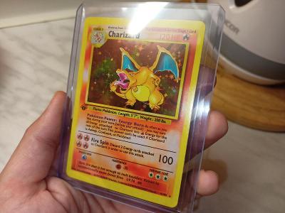 Pokémon CHARIZARD 1ST EDITION SHADOWLESS 1999 BASE Holo Card