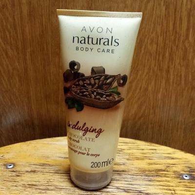 Tělový peeling s čokoládou AVON, min.2/3 ze 200 ml