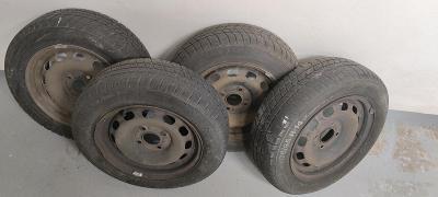 4 Kola se zimními pneumatikami z Ford Fiesta 175/65 R14