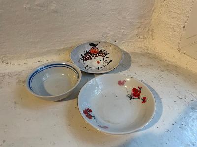 Tři malé staré mističky - Alba Iulia Romania, China, keramika